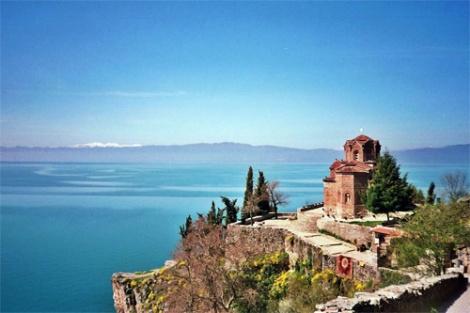 Lago Ohrid en la frontera entre Macedonia y Albania