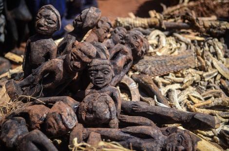 Voodoo market near Abomey (Benin) por jbdodane (CC)